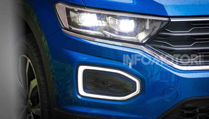 Volkswagen T-Roc 1.6 da 115CV: prova in notturna a Milano - Foto 8 di 45