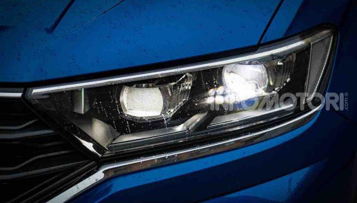 Volkswagen T-Roc 1.6 da 115CV: prova in notturna a Milano - Foto 9 di 45