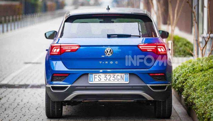 Volkswagen T-Roc 1.6 da 115CV: prova in notturna a Milano - Foto 4 di 45