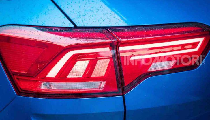 Volkswagen T-Roc 1.6 da 115CV: prova in notturna a Milano - Foto 6 di 45