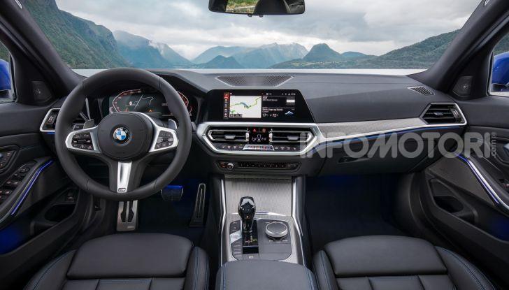 Nuova BMW Serie 3 2019, prova in anteprima, caratteristiche e prezzi - Foto 13 di 38