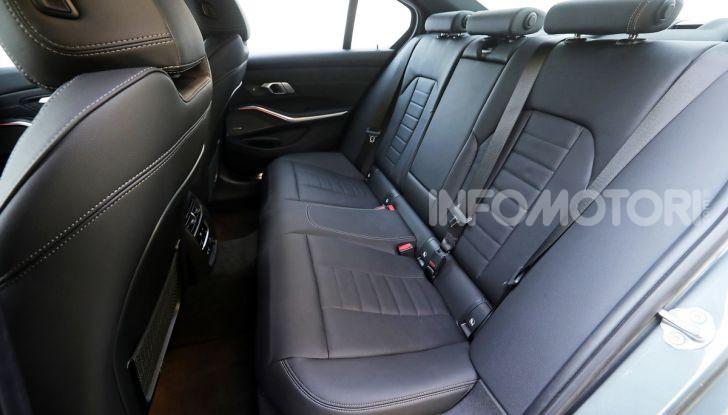 Nuova BMW Serie 3 2019, prova in anteprima, caratteristiche e prezzi - Foto 16 di 38