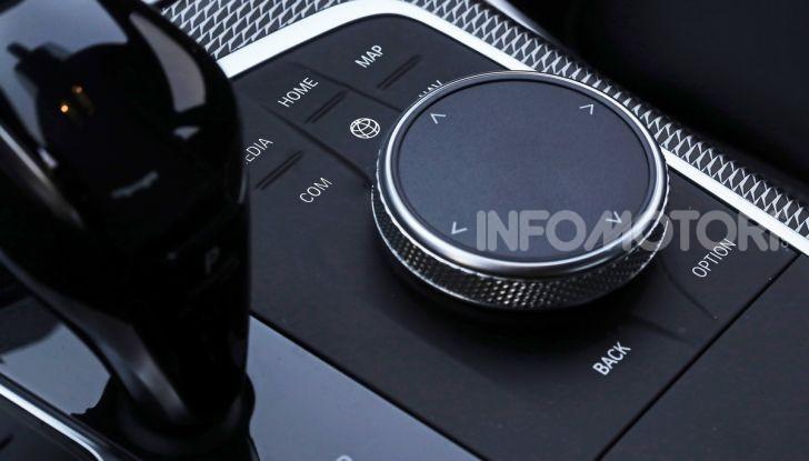 Nuova BMW Serie 3 2019, prova in anteprima, caratteristiche e prezzi - Foto 21 di 38