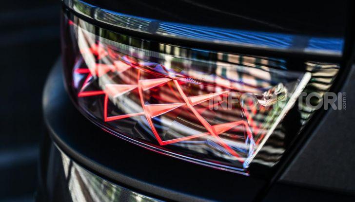 Prova su strada DS 7 Crossback: caratteristiche, opinioni, motori e prezzi - Foto 7 di 33