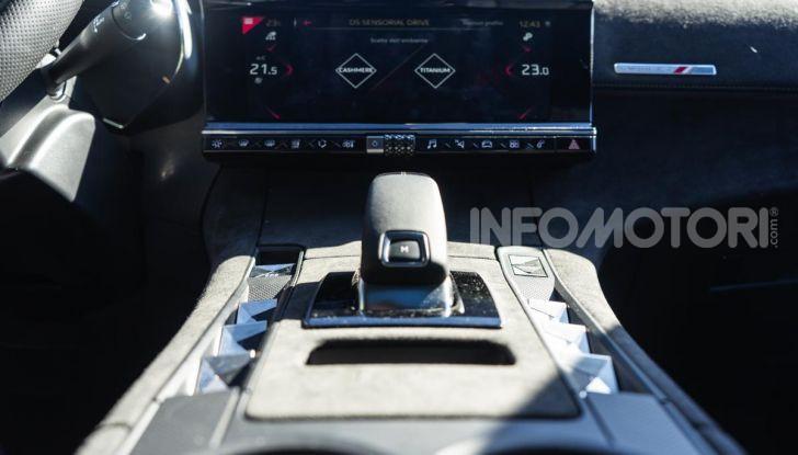 Prova su strada DS 7 Crossback: caratteristiche, opinioni, motori e prezzi - Foto 17 di 33