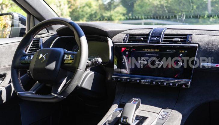 Prova su strada DS 7 Crossback: caratteristiche, opinioni, motori e prezzi - Foto 26 di 33