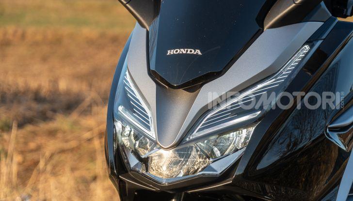 Prova Honda Forza 300, caratteristiche, opinioni e prezzo di uno dei migliori media cilindrata - Foto 4 di 55