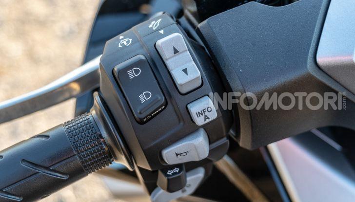 Prova Honda Forza 300, caratteristiche, opinioni e prezzo di uno dei migliori media cilindrata - Foto 10 di 55