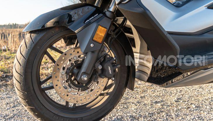 Prova Honda Forza 300, caratteristiche, opinioni e prezzo di uno dei migliori media cilindrata - Foto 14 di 55