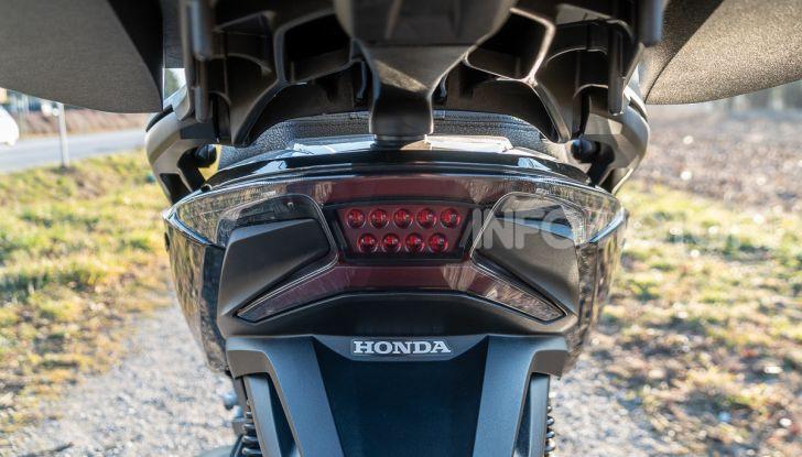 Prova Honda Forza 300, caratteristiche, opinioni e prezzo di uno dei migliori media cilindrata - Foto 17 di 55