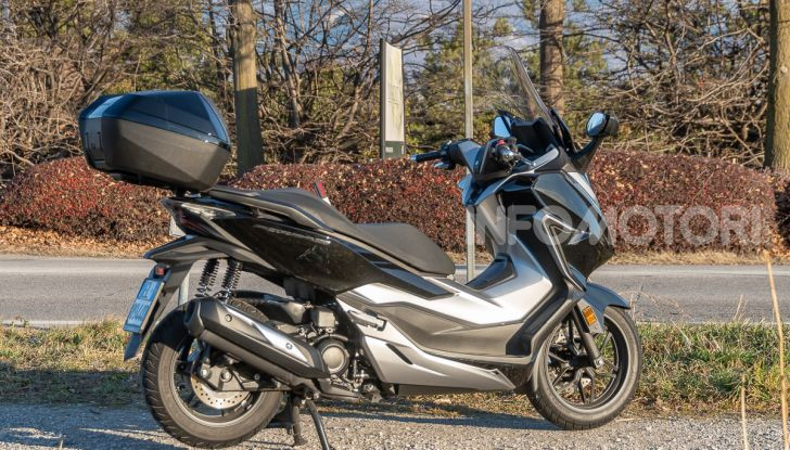 Prova Honda Forza 300, caratteristiche, opinioni e prezzo di uno dei migliori media cilindrata - Foto 24 di 55