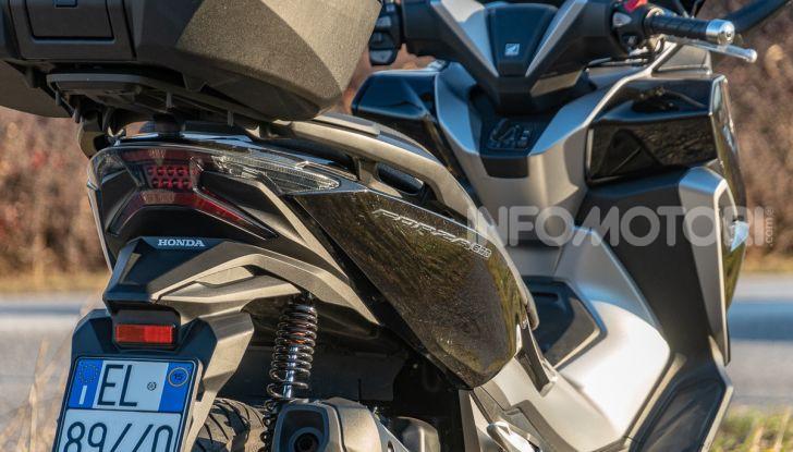 Prova Honda Forza 300, caratteristiche, opinioni e prezzo di uno dei migliori media cilindrata - Foto 30 di 55