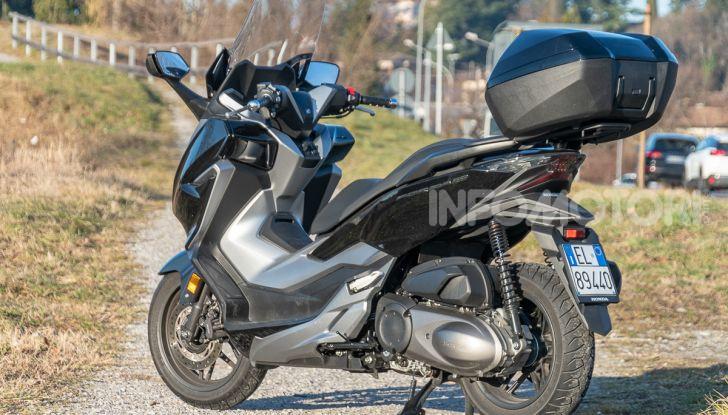 Prova Honda Forza 300, caratteristiche, opinioni e prezzo di uno dei migliori media cilindrata - Foto 37 di 55