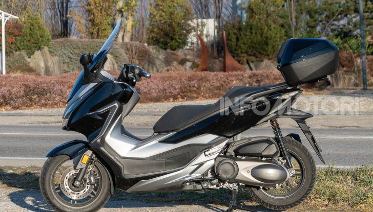 Prova Honda Forza 300, caratteristiche, opinioni e prezzo di uno dei migliori media cilindrata - Foto 41 di 55
