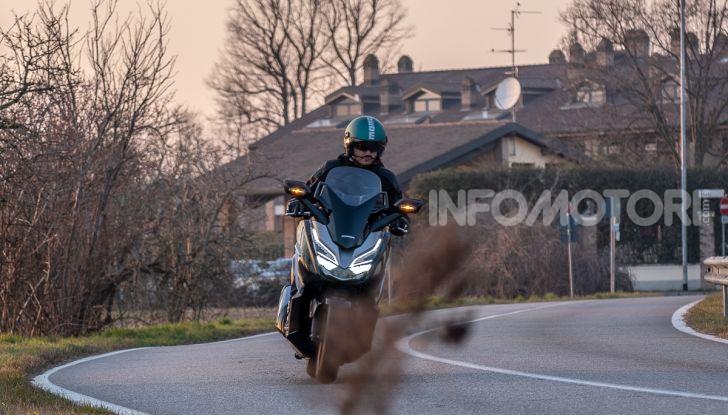 Prova Honda Forza 300, caratteristiche, opinioni e prezzo di uno dei migliori media cilindrata - Foto 44 di 55