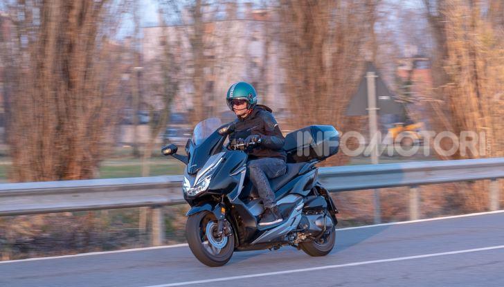 Prova Honda Forza 300, caratteristiche, opinioni e prezzo di uno dei migliori media cilindrata - Foto 45 di 55