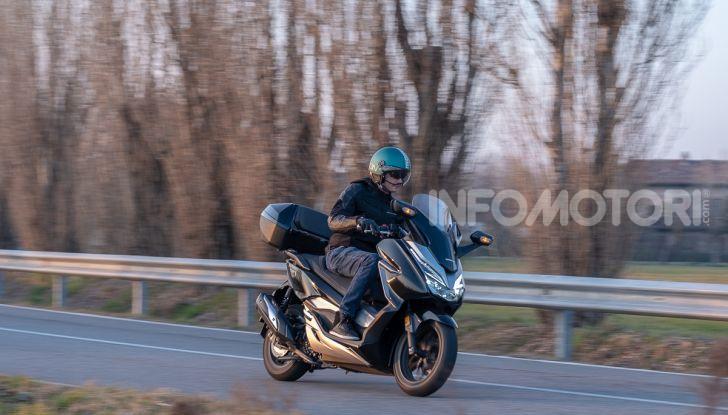 Prova Honda Forza 300, caratteristiche, opinioni e prezzo di uno dei migliori media cilindrata - Foto 48 di 55