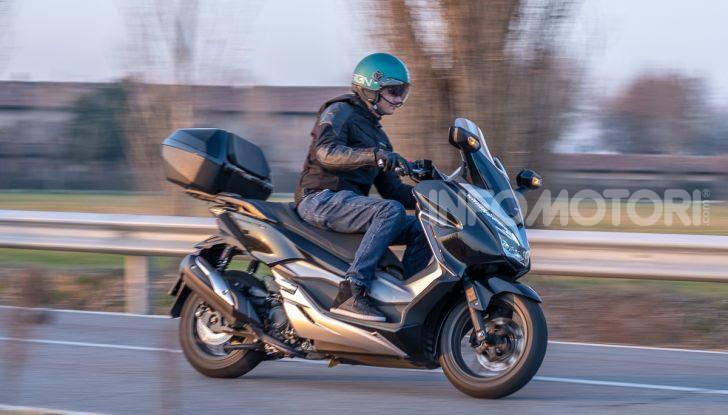 Prova Honda Forza 300, caratteristiche, opinioni e prezzo di uno dei migliori media cilindrata - Foto 49 di 55