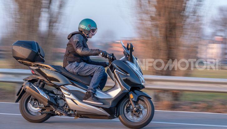 Prova Honda Forza 300, caratteristiche, opinioni e prezzo di uno dei migliori media cilindrata - Foto 50 di 55