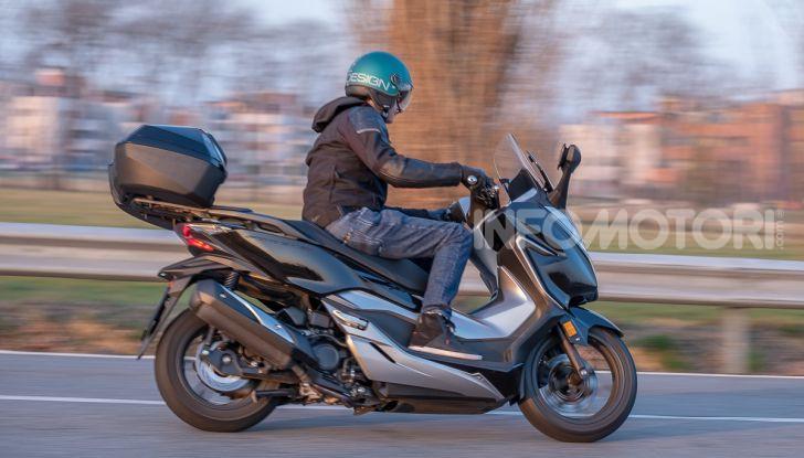 Prova Honda Forza 300, caratteristiche, opinioni e prezzo di uno dei migliori media cilindrata - Foto 51 di 55
