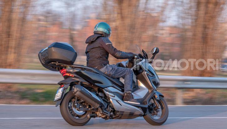 Prova Honda Forza 300, caratteristiche, opinioni e prezzo di uno dei migliori media cilindrata - Foto 52 di 55