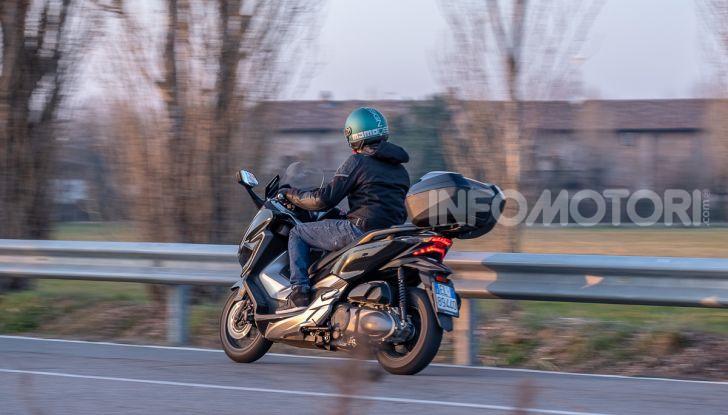 Prova Honda Forza 300, caratteristiche, opinioni e prezzo di uno dei migliori media cilindrata - Foto 53 di 55