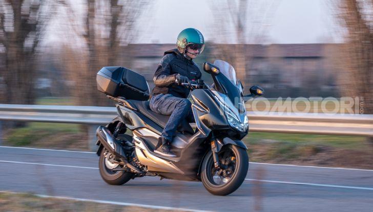 Prova Honda Forza 300, caratteristiche, opinioni e prezzo di uno dei migliori media cilindrata - Foto 54 di 55