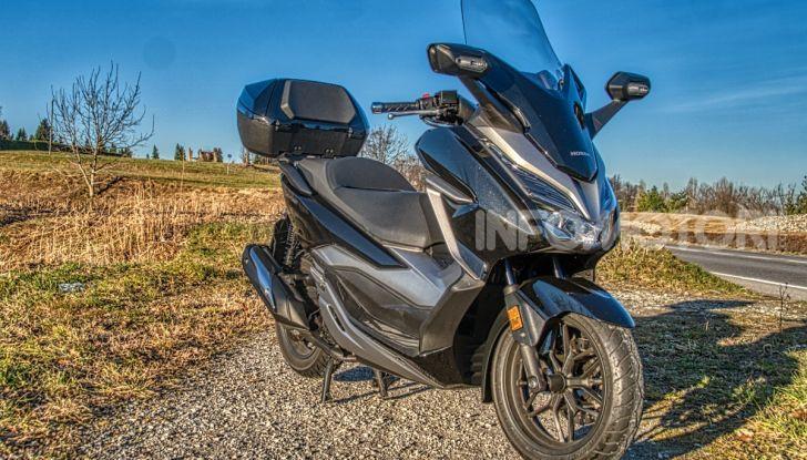 Prova Honda Forza 300, caratteristiche, opinioni e prezzo di uno dei migliori media cilindrata - Foto 1 di 55