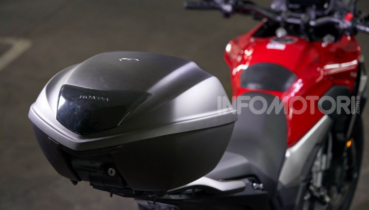 Prova Honda CB500X 2019: 19″ all'anteriore, caratteristiche, prezzo e impressioni - Foto 24 di 42