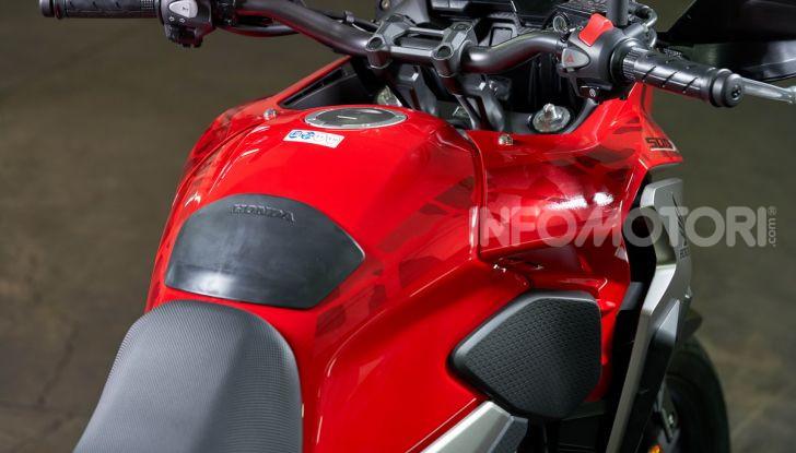 Prova Honda CB500X 2019: 19″ all'anteriore, caratteristiche, prezzo e impressioni - Foto 25 di 42