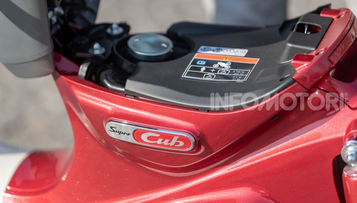Prova Honda Super Cub C125: caratteristiche, opinioni e prezzi - Foto 12 di 59