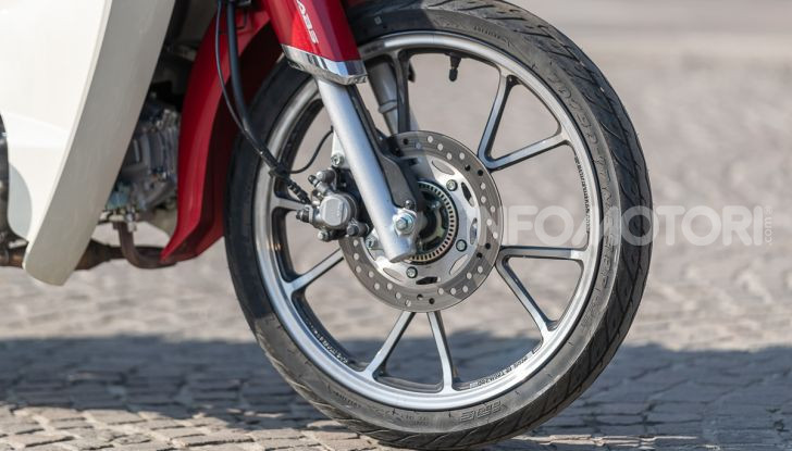Prova Honda Super Cub C125: caratteristiche, opinioni e prezzi - Foto 26 di 59