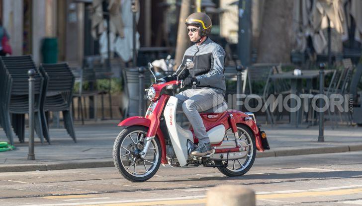 Prova Honda Super Cub C125: caratteristiche, opinioni e prezzi - Foto 39 di 59