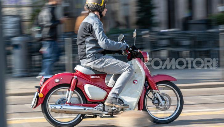 Prova Honda Super Cub C125: caratteristiche, opinioni e prezzi - Foto 40 di 59