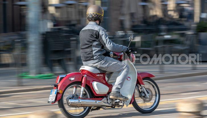 Prova Honda Super Cub C125: caratteristiche, opinioni e prezzi - Foto 41 di 59