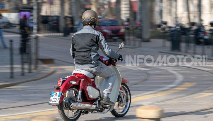 Prova Honda Super Cub C125: caratteristiche, opinioni e prezzi - Foto 42 di 59