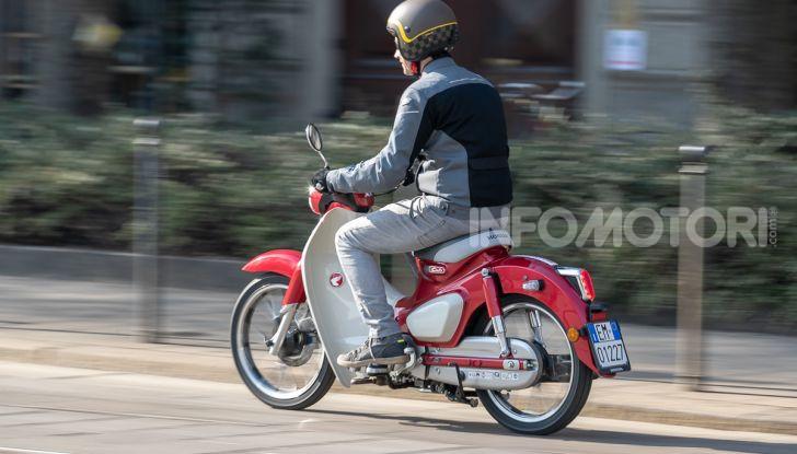 Prova Honda Super Cub C125: caratteristiche, opinioni e prezzi - Foto 43 di 59