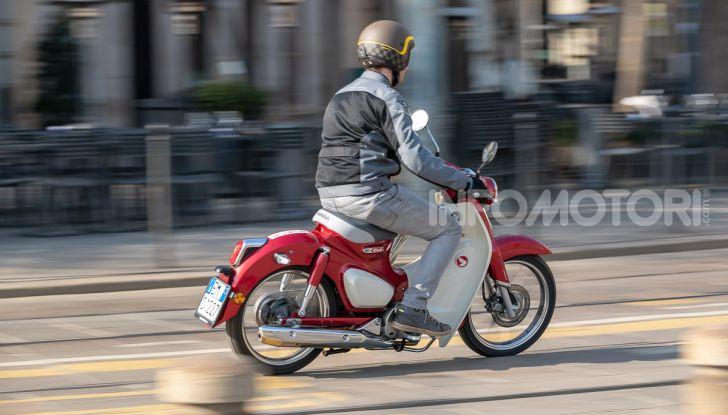 Prova Honda Super Cub C125: caratteristiche, opinioni e prezzi - Foto 46 di 59