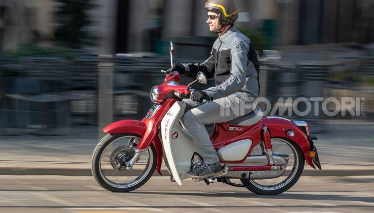 Prova Honda Super Cub C125: caratteristiche, opinioni e prezzi - Foto 47 di 59