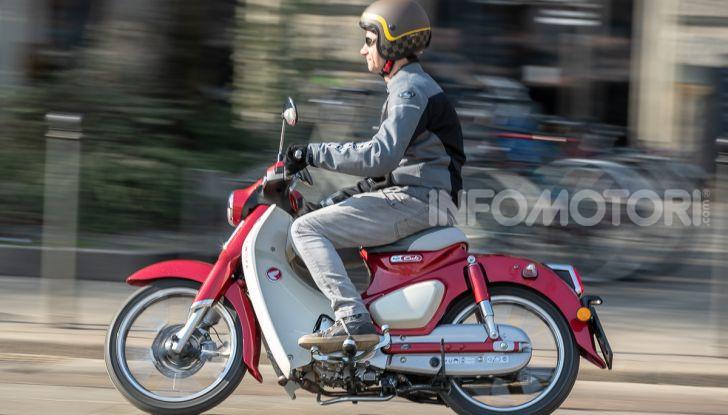 Prova Honda Super Cub C125: caratteristiche, opinioni e prezzi - Foto 48 di 59
