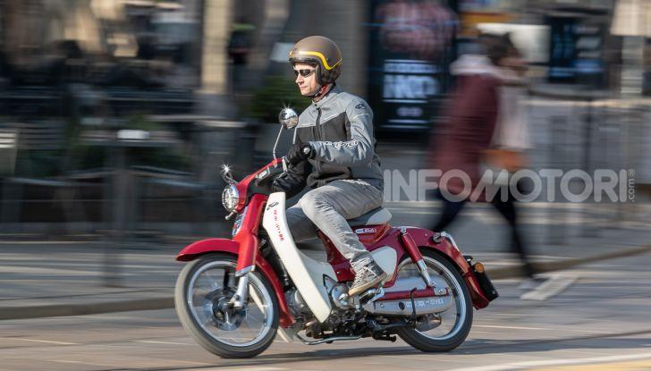 Prova Honda Super Cub C125: caratteristiche, opinioni e prezzi - Foto 51 di 59