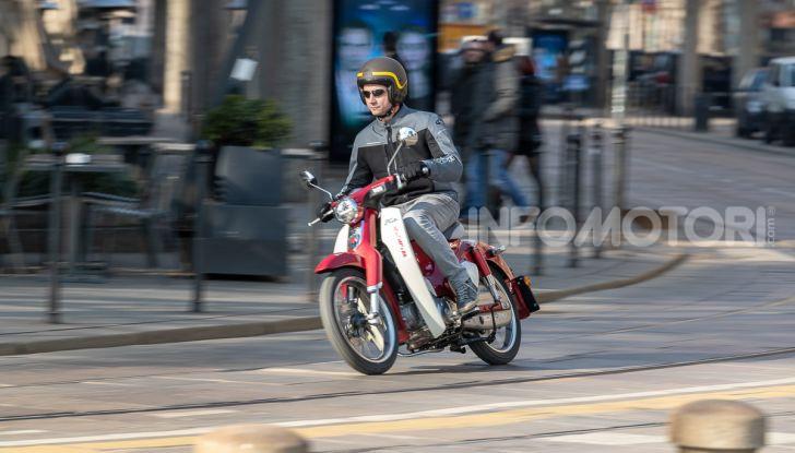 Prova Honda Super Cub C125: caratteristiche, opinioni e prezzi - Foto 52 di 59