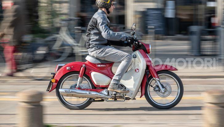 Prova Honda Super Cub C125: caratteristiche, opinioni e prezzi - Foto 53 di 59