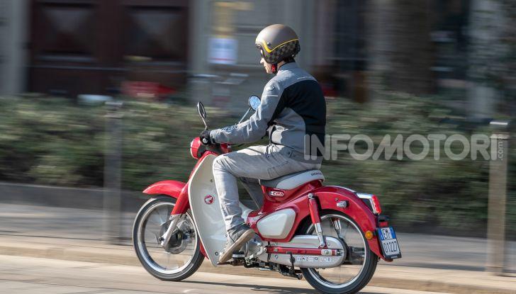 Prova Honda Super Cub C125: caratteristiche, opinioni e prezzi - Foto 54 di 59
