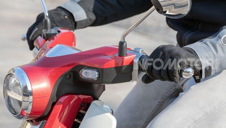 Prova Honda Super Cub C125: caratteristiche, opinioni e prezzi - Foto 56 di 59