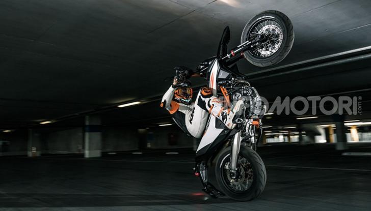 KTM 690 SMC R e KTM 690 Enduro R: le regine del motard e fuoristrada - Foto 1 di 5