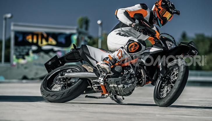KTM 690 SMC R e KTM 690 Enduro R: le regine del motard e fuoristrada - Foto 2 di 5