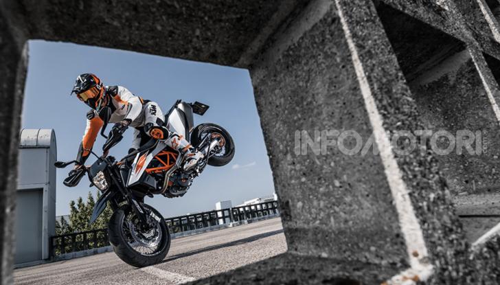 KTM 690 SMC R e KTM 690 Enduro R: le regine del motard e fuoristrada - Foto 5 di 5