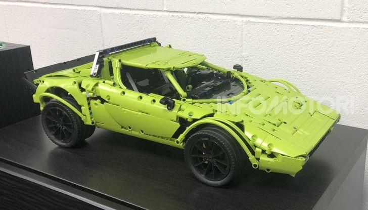 Lancia Stratos LEGO Technic con pezzi del kit 911 GT3 RS - Foto 3 di 6