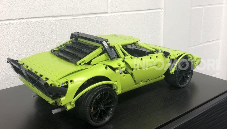 Lancia Stratos LEGO Technic con pezzi del kit 911 GT3 RS - Foto 4 di 6